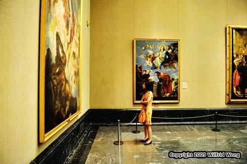 Cynthia inside the Prado Museum